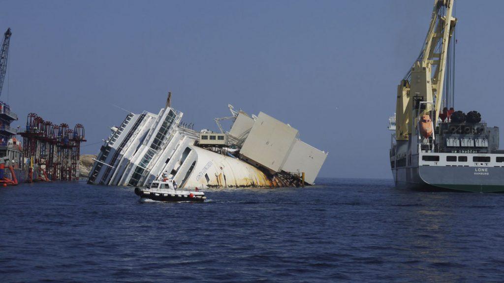 Από την ανέλκυση του Costa Concordia, φωτογραφία από Wikimedia Commons